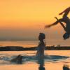 Oita, practica natación sincronizada en un onsen
